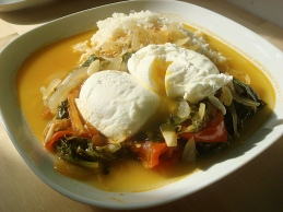 poached eggs on tomato, onion and courgette sauce with rice