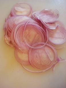 red onion thin slices