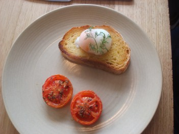 poached egg and grilled tomato