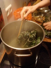 placing the hallacas in boiling water
