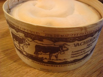 Vacherin in box